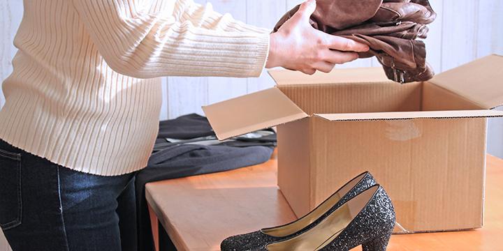 宅配買取サービスを利用する女性